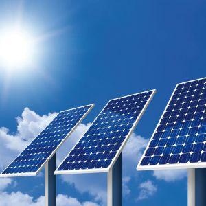 Dzięki panelom fotowoltaicznym możemy praktycznie za darmo produkować energię elektryczną. Problemem jest dość wysoki koszt samej instalacji. Fot. De Dietrich