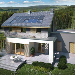 Kolektory słoneczne służą do podgrzewania c.w.u. Mogą też stanowić wsparcie w podgrzewaniu wody służącej do ogrzewania budynku. Fot. Domy Czystej Energii. Projekt: Sielski