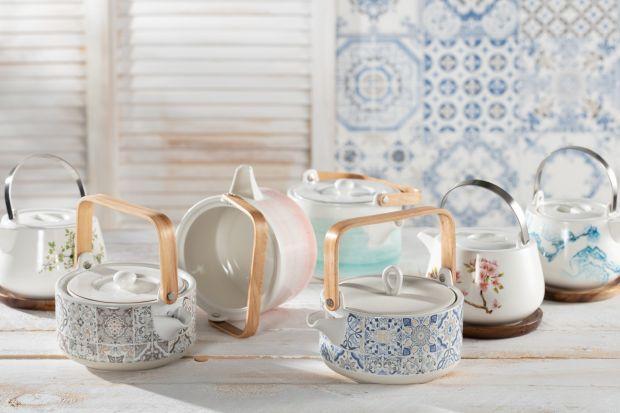 Jak wybrać najlepszą porcelanę wśród tysięcy dostępnych kolorów i wzorów? Na co zwrócić uwagę w trakcie poszukiwania filiżanek i czajników? Zobacz kilka wskazówek, dzięki którym łatwiej będzie Ci podjąć decyzję o wyborze idealnej por