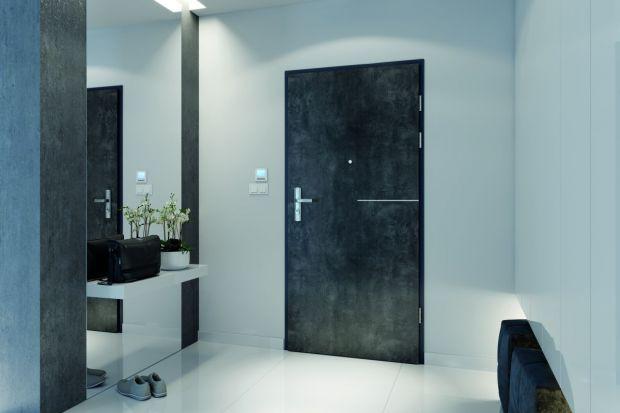 Dlaczego warto zainwestować w rozwiązania poprawiające bezpieczeństwo drzwi wejściowych?