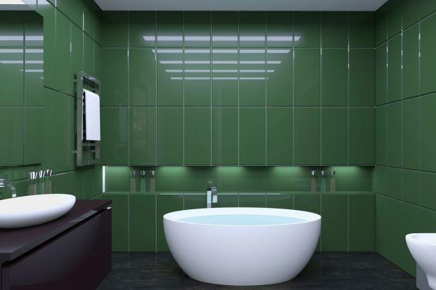 Każdy, kto kiedykolwiek aranżował małą przestrzeń łazienkową wie, że stworzenie funkcjonalnego, a zarazem estetycznego projektu to nie lada wyzwanie. Do pogodzenia mamy tu bowiem dobór materiałów wykończeniowych, mebli, oświetlenia i akcesor