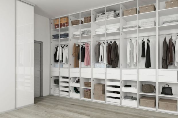 Garderoba w wydzielonym pomieszczeniu