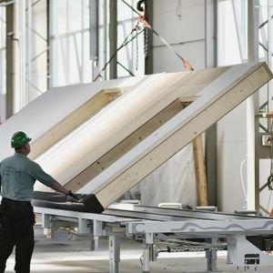 Decydując się na budowę domu z firmą stosującą technologię prefabrykatów i modułów w szkielecie stalowym lub drewnianym, możemy zaoszczędzić kilkadziesiąt tysięcy. Fot. MULTICOMFORT Saint-Gobain