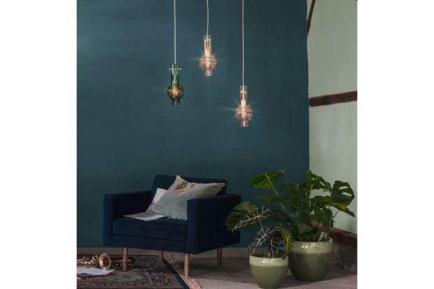 Gdy szukasz pomysłu na kolor ścian w pomieszczeniu, weź pod uwagę panujące i nadchodzące trendy.