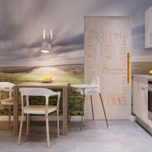 W kuchni z białą zabudową meblową znalazło się też miejsce na funkcjonalny kącik śniadaniowy. Fot. MTM Styl