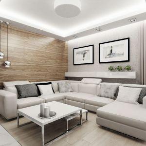 W salonie prym wiodą biel i drewno. Ściana za kanapą w całości jest pokryta drewnem. Nadaje to salonowi wyjątkowo przytulnego charakteru. Fot. Domy w Stylu