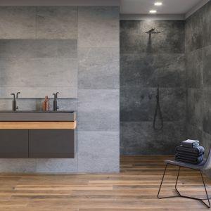 Z pewnością jednym z najpopularniejszych kolorów w aranżacji łazienek jest szary. Modny, nowoczesny a zarazem ponadczasowy łączy cechy szczególnie cenione przez projektantów i osoby szukające pomysłu na stylowy wystrój łazienki. Szarość możemy potraktować jako bazę aranżacji, wybierając na podłogę i ściany strukturalne płytki gresowe imitujące kamień, np. z kolekcji Tacoma. Fot. Cerrad