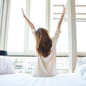 Prawdopodobnie wszyscy lubimy wnętrza, które są dla nas komfortowe i estetyczne. Dlatego tak ważne jest, by nasze mieszkania były urządzone w sposób, który pozwoli na czerpanie satysfakcji i przyjemności z samego przebywania w domu. Fot. 123rf