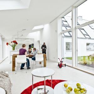 Warto również wiedzieć, że okna mogą odgrywać istotną rolę w pozyskiwaniu energii cieplnej ze słońca. Fot. Velux