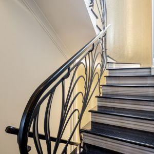 Podłoga została zaaranżowana przy użyciu marmuru firmy Margraf – Striato Olimpico i  ozdobiona jest dekoracyjnymi rozetami: Bianco Carrara, Bardiglio i Striato Olimpico. Fot. Margraf