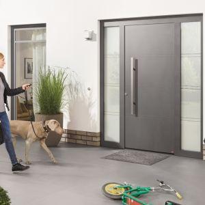 Nowoczesne drzwi są nie tylko estetyczne, lecz także pozwalają na ograniczenie strat energii cieplnej. Fot. Hörmann