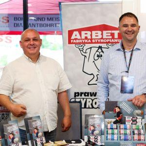"""FS ARBET uczestniczy w wydarzeniach takich jak targi czy konferencje, zdobywają tym samym nowe możliwości szerzenia wiedzy również o Programie """"Czyste Powietrze"""". Fot. ARBET, Izobud Materiały Budowlane"""