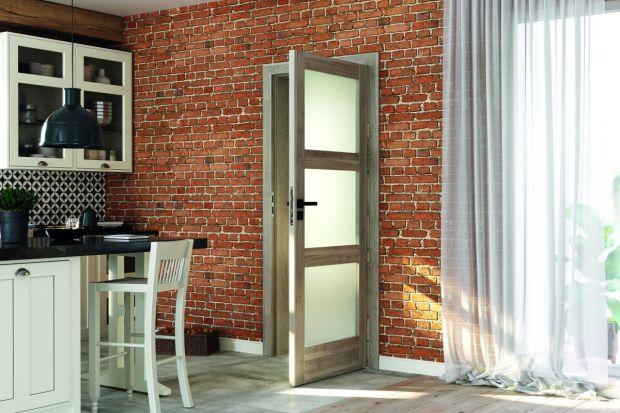 Cegła, metal, beton to materiały, które dominują w każdym loftowym wnętrzu. Podpowiadamy, jak do tego typu wnętrz dobrać drzwi wewnętrzne.