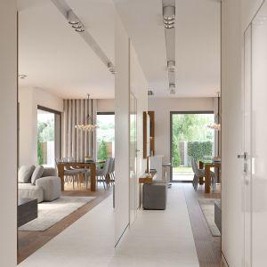 W korytarzu nie brakuje luster, które optycznie powiększają wnętrze. Fot. HomeKONCEPT