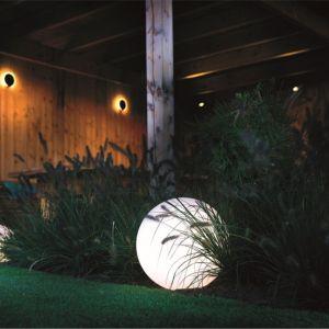 Oświetlenie pomaga wydobyć walory estetyczne otoczenia, ale też samo coraz częściej stanowi wyrazisty akcent dekoracyjny. Fot. Libet