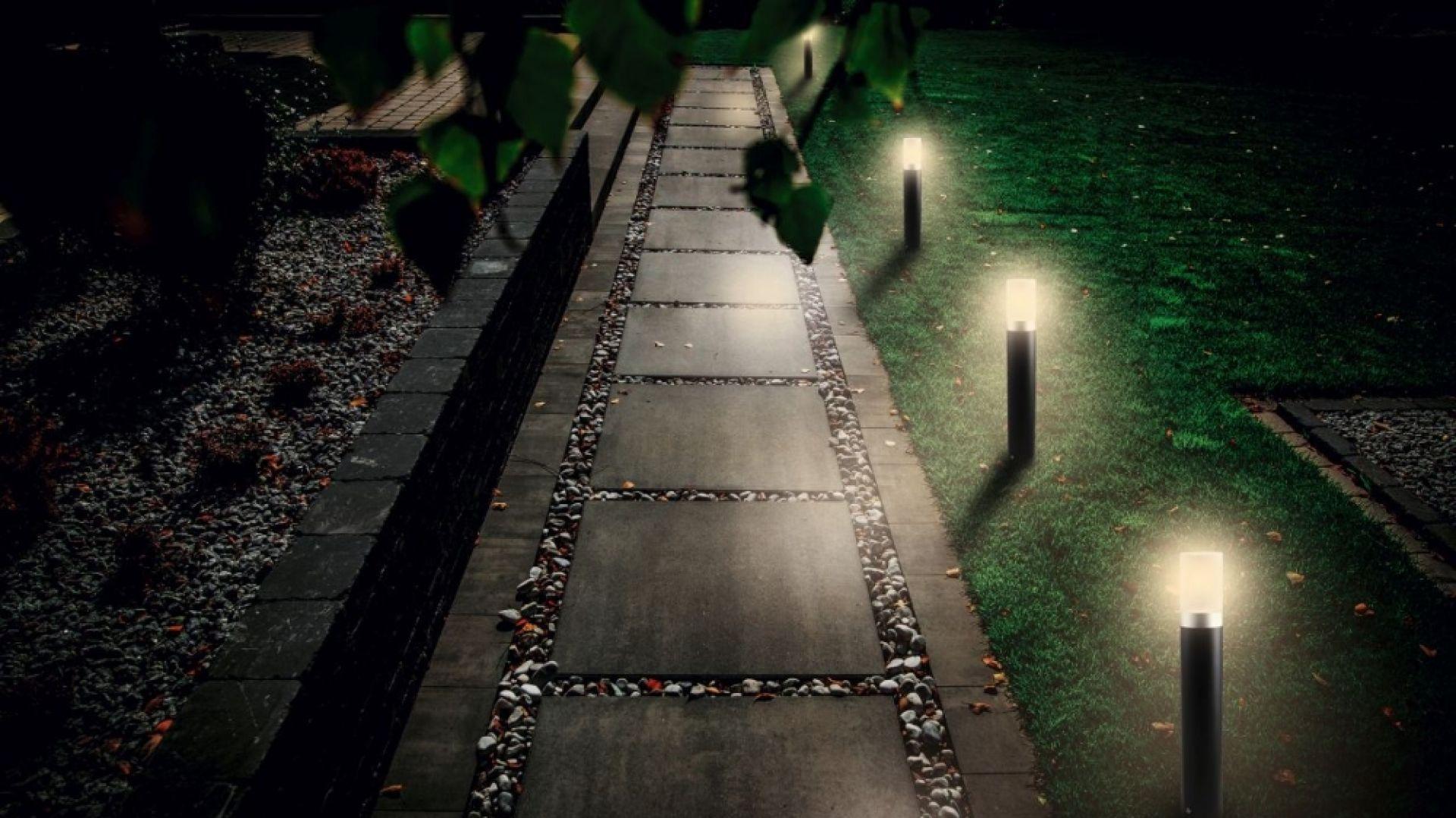 Właściwie dobrane lampy znacznie podnoszą poziom bezpieczeństwa mieszkańców. Dzięki nim łatwiej jest poruszać się po ogrodowych ścieżkach. Fot. Libet