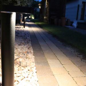 Właściwie dobrane lampy pozwalają na stworzenie nastrojowego klimatu w obrębie posesji. Fot. Libet