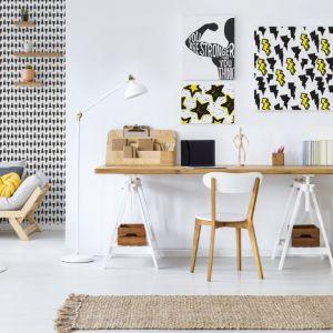 Domowe biuro lub pracownia mogą stać się ozdobą mieszkania i świetnie zorganizowanym miejscem, w którym panuje twórczy klimat. Fot. Pixers