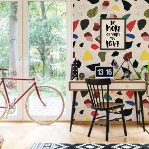 Dobrym pomysłem na dekorację biura i pracowni są plakaty motywacyjne. Prosty design, wymowne hasła - tego potrzebujesz, by było ładnie, ale nie przytłaczająco. Fot. Pixers