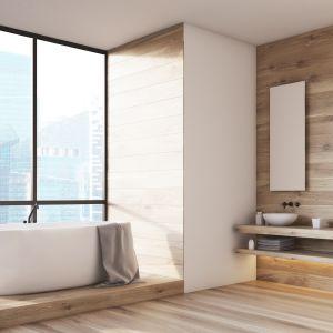 Jednym z obecnie wiodących trendów dekoratorskich jest wykorzystanie naturalnych materiałów w łazience, m.in. drewna. Fot. Bondex