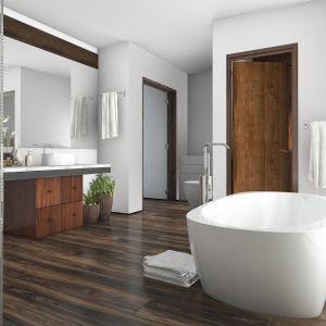 Aranżując łazienkę w drewnie, należy zwrócić uwagę na gatunek drewna, kolory z którymi tworzy harmonijnie kompozycje. Fot. Bondex