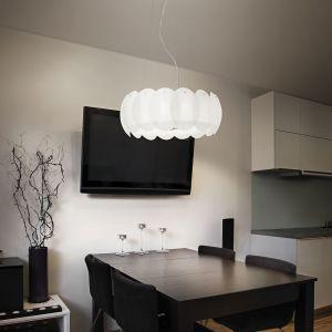Zadaniem lampy Ovalino jest odpowiednie rozświetlenie typowego, ciemnego stołu.. Fot. tomix.pl