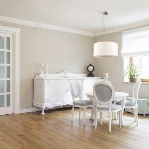 W aranżację tego wnętrza wpisze się harmonijnie lampa Tubus, w kolorze białym. . Fot. tomix.pl
