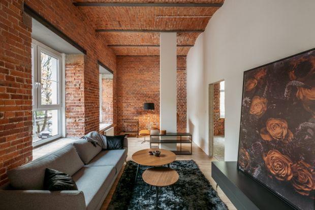 Mieszkania w zrewitalizowanych pofabrycznych budynkach są alternatywą dla przestronnych i wysokich mieszkań w kamienicach. Od kilku lat niewątpliwie zyskują na popularności. Powstają w historycznych budynkach, są przestrzenne i charakteryzują si�