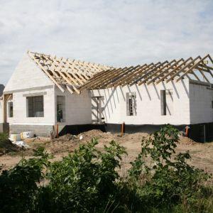 Zrównoważone budownictwo to wieloaspektowe podejście do wznoszenia obiektów przyjaznych środowisku naturalnemu. Fot. H+H