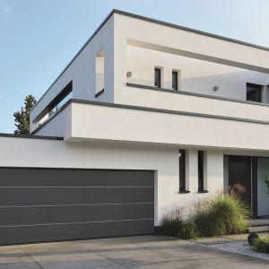 Segmentowa brama garażowa LPU 42 o dobrej izolacyjności cieplnej. Zbudowana z segmentów o grubości 42 mm, szczelnie wypełnionych pianką poliuretanową. Fot. Hörmann