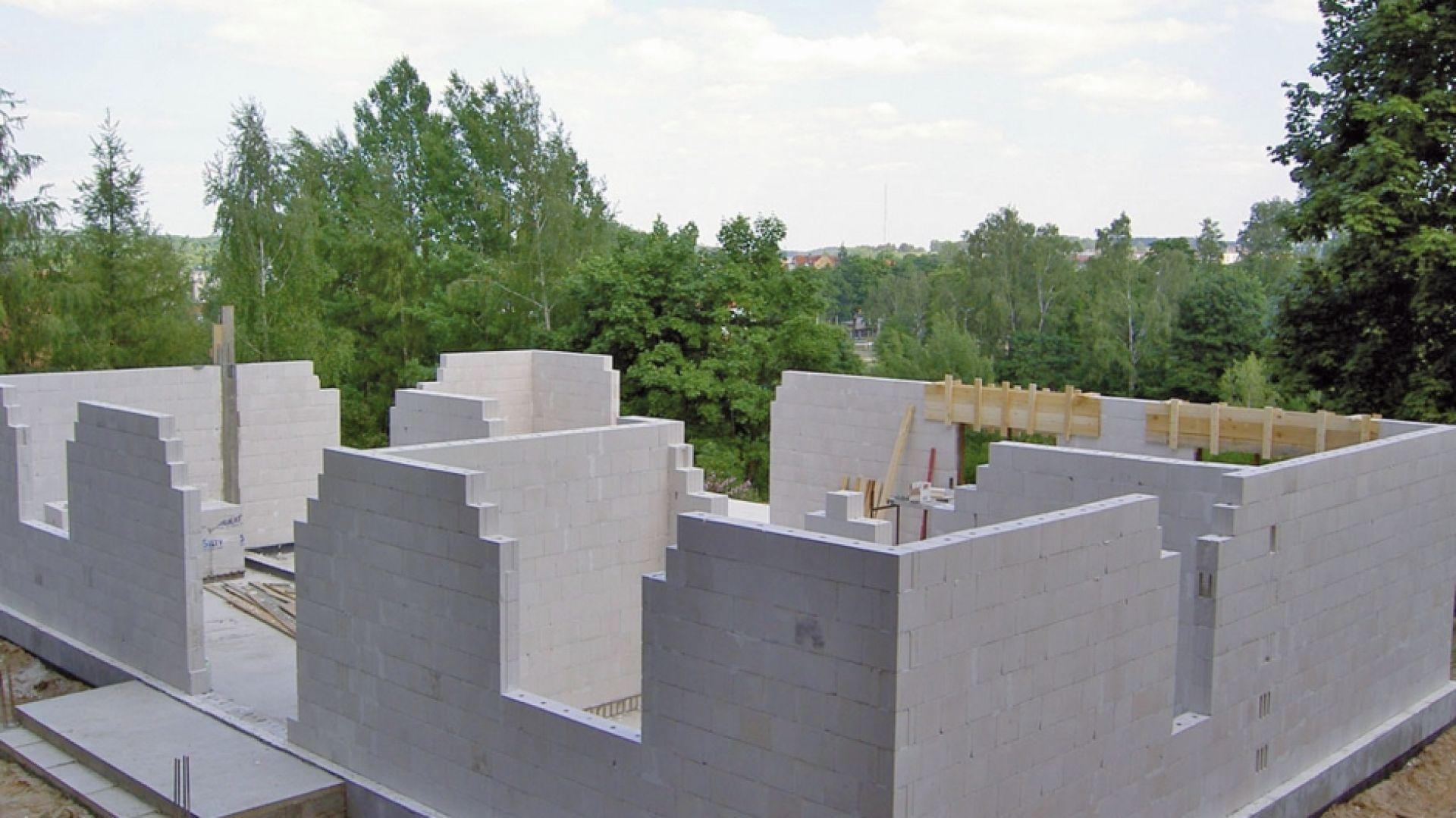 Do przygotowania bilansu energetycznego potrzebne są m.in. informacje dotyczące parametrów dla ścian, stolarki otworowej, dachu i rodzaju docieplenia danego budynku. Fot. H+H