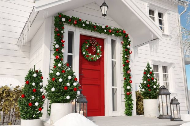 Włamywacze najczęściej wybierają domy jednorodzinne, które obserwują nawet przez kilka dni. Wiedzą doskonale, które rodziny wyjeżdżają na kilka świątecznych dni. Dzisiejsza technologia pozwala jednak na doskonałe zabezpieczenie domu – zacz