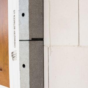 Montaż okna w warstwie izolacji. Fot. AIB