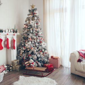 Święta Bożego Narodzenia to dobra okazja do zmiany salonu w miejsce pełne kolorów, świątecznych dekoracji i ozdób. Fot. Bondex