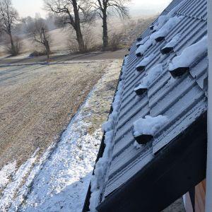 Okolice 0°C to idealny moment, by rozpocząć prace związane z usuwaniem lodu z wnętrza rynien. Fot. Galeco