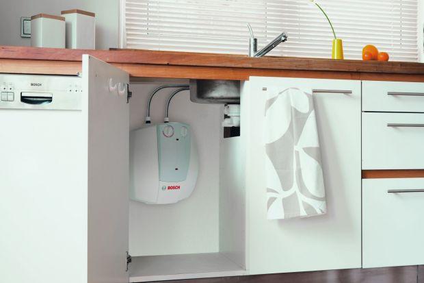 Ciepłą wodę w mieszkaniu lub w domu możemy mieć niezależnie od instalacji c.o. Rynek oferuje szeroki wachlarz możliwości. Bogaty wybór urządzeń pozwala dobrać rodzaj i model, który najlepiej będzie odpowiadać naszym potrzebom.