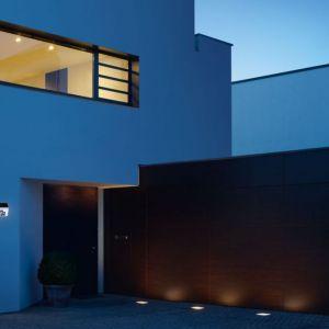 Nowoczesne, zewnętrzne lampy solarne skutecznie oświetlają podjazdy do domu, ścieżki i elewację nawet wtedy, gdy słońce w ogóle nie wychodzi zza chmur. Fot. Steinel
