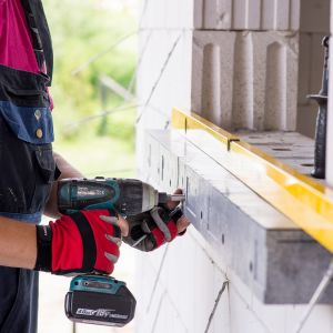 Efektywność energetyczna okien i drzwi oraz ich prawidłowe funkcjonowanie uzależnione są nie tylko od właściwego doboru produktu, lecz także od jego odpowiedniego montażu. Fot. AIB