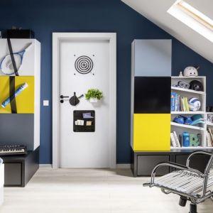 Na powierzchni drzwi Smart można przymocować uchwyty, haczyki czy półki. W efekcie powstanie dodatkowa przestrzeń do zagospodarowania, którą można łatwo rearanżować w różny sposób. Fot. Porta