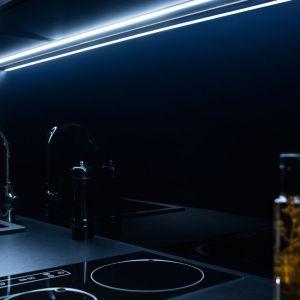 W nowoczesnej kuchni doskonale sprawdzają się taśmy LED. Fot. Häfele