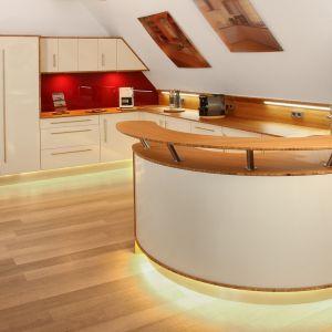 Kuchnie na wymiar sprawdzą się przy urządzaniu naprawdę trudnych pomieszczeń albo gdy zależy nam na konkretnej stylistyce lub nietypowych rozwiązaniach. Fot. CH Fasty
