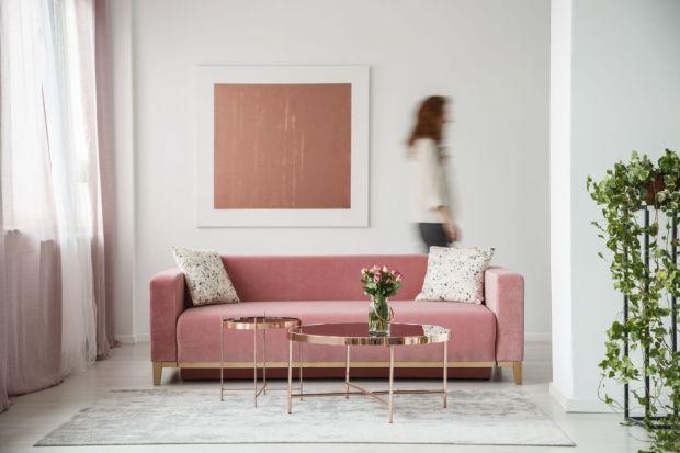 Różowe złoto to trend, który coraz częściej gości we wnętrzach o różnej stylistyce. W przeciwieństwie do eleganckiego chromu i złota, barwa rosegold jawi się jako bardziej przytulna i uniwersalna, dlatego dobrzesprawdzi się zarówno we wn�