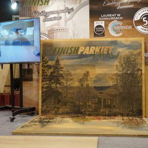 Finishparkiet DRAW to nowatorski pomysł na nakładanie obrazu, krajobrazu, szkicu, logotypu, elementu, konturu, bordiury lub postaci z zastosowaniem najnowocześniejszych form umieszczenia rysunku na płaskich powierzchniach na podłogę lub ścianę