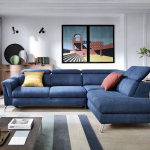 Kanapa to najważniejszy mebel w salonie. Jeśli mamy wystarczającą ilość przestrzeni, warto zdecydować się na narożnik modułowy z funkcją spania. Fot. CH Fasty