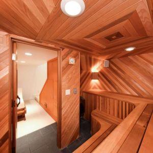 Sauna dla sześciu osób. Fot. Open Homes