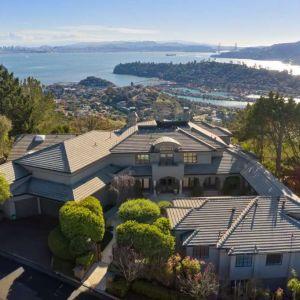 Dom położony jest nad zatoką San Francisco. Fot. Open Homes