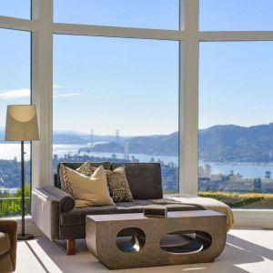 W oddali widać most nad Golden Gate. Fot. Open Homes