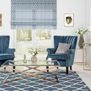 Fotel Scarlett Velvet Midnight, dywan Cottage blue wool. Fot. Dekoria.pl