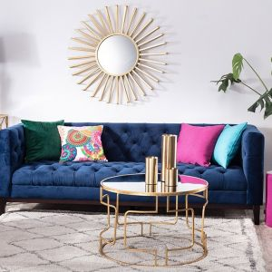 Sofa Chesterfield Glamour Velvet Midnight, lustro Modi gold, konsola Persia. Fot. Dekoria.pl