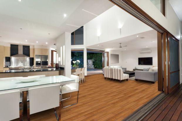 Co zrobić, by szybko sprzedać swoje mieszkanie? Okazuje się, że przystępna cena, korzystna lokalizacja i dobry standard wyposażenia nie wystarczają. Równie istotne jest pierwsze wrażenie, jakie wywołuje wygląd lokum u potencjalnego nabywcy. Jak